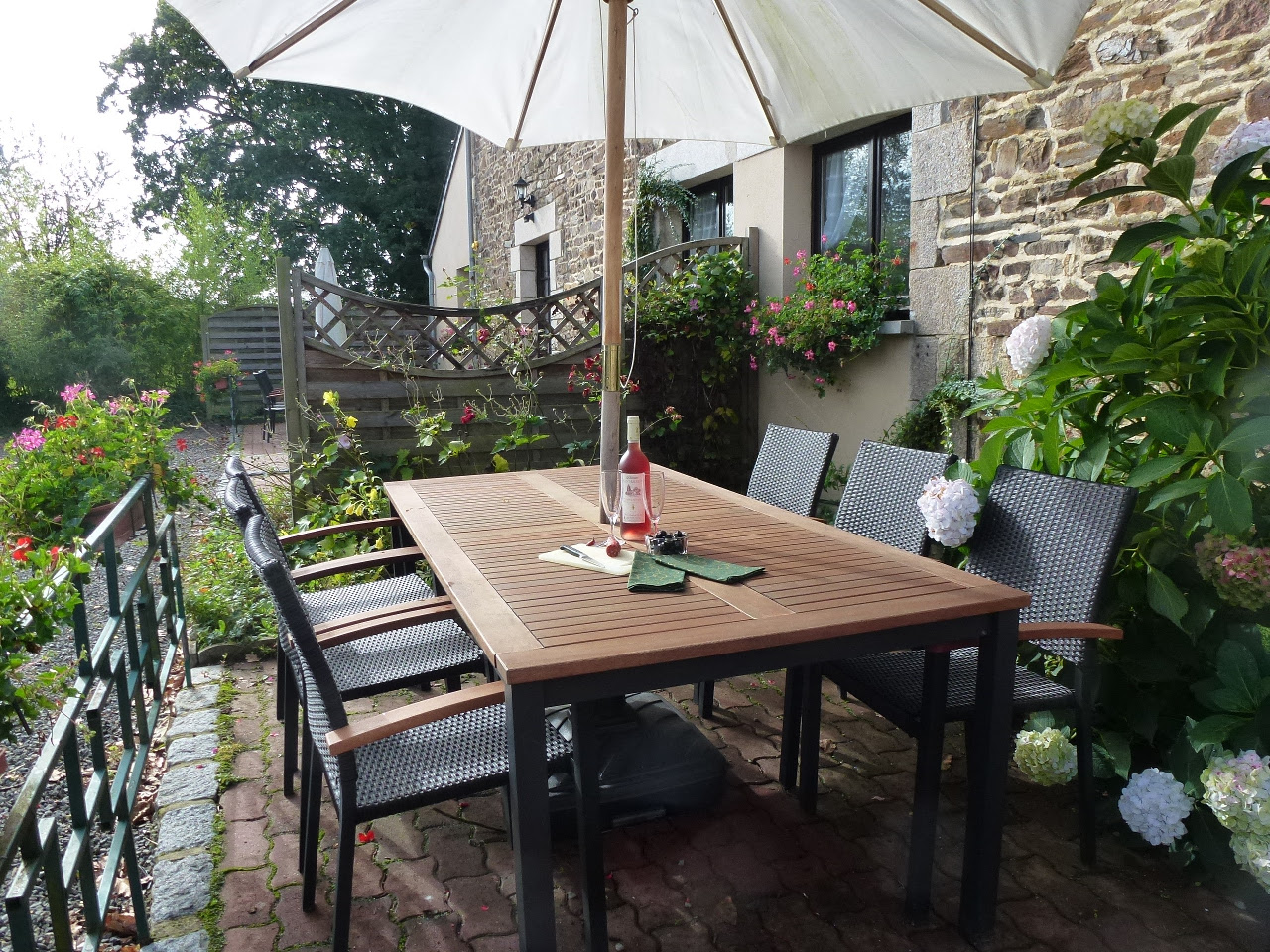 Enjoy a glass of wine, on your sunny terrace,  Enjoy the sunshine in our southfacing courtyard