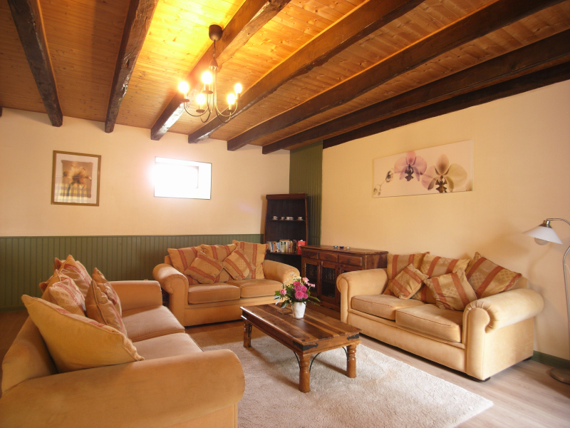 livingroom-800.jpg